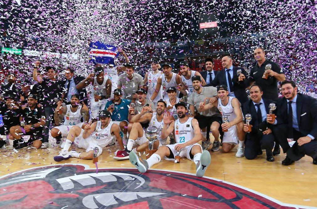 El Real Madrid celebra el 34 título ACB en el Buesa Arena de Vitoria