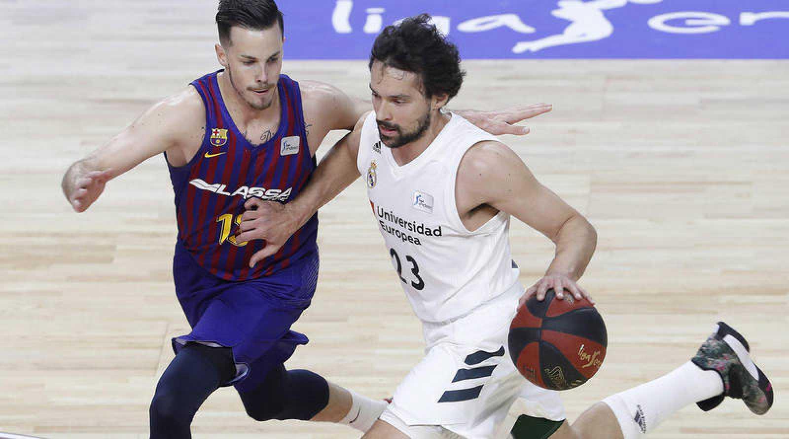 Sergio Llull y Thomas Heurtel en la final de la liga ACB de baloncesto, Real Madrid y Barcelona